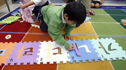 First graders sort Korean spelling patterns during Foreign Language Academy of Glendale Korean class at Mark Kepple Elementary School in Glendale, Calif. File.