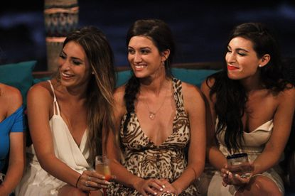 'Bachelor in Paradise' recap: Clare looks to shake things up (already)