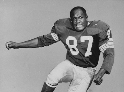 Willie Davis, a Pro Football Hall of Fame defensive lineman who helped the Green Bay Packers win each of the first two Super Bowls, has died. He was 85.