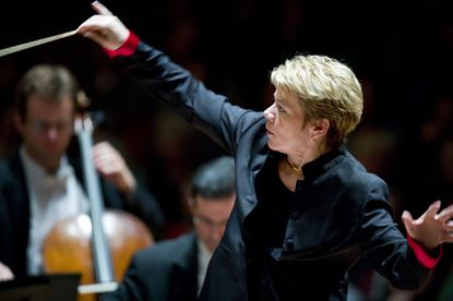 Marin Alsop, the first female music director of a top-tier American orchestra, leads the Baltimore Symphony Orchestra, Sept. 28, 2007. With her departure from the BSO after 14 years, there are now no female music directors at any of the 25 major American orchestras. (Brendan Smialowski/The New York Times)