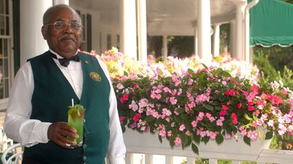 """Elkridge Club head barman Andrew """"Andy"""" Ervin shows off a Southside on Aug. 3, 2007."""