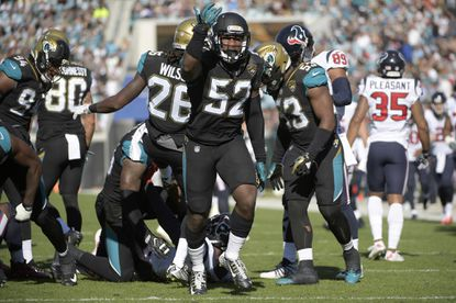 Linebacker Donald Payne is returning to Baltimore after two seasons with the Jaguars.