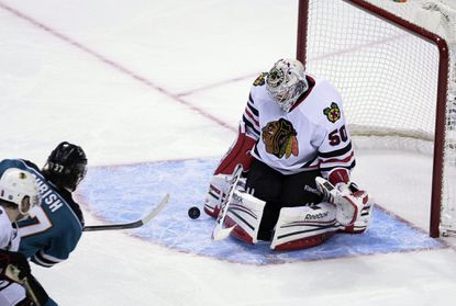 Crawford gives Hawks a different kind of goalie win