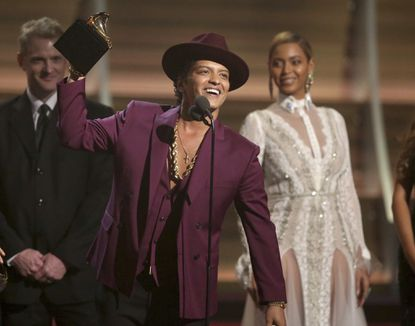 MGM National Harbor casino schedules Bruno Mars for opening month