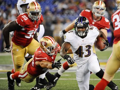 Fitzgerald Toussaint carries the ball against the 49ers in the fourth quarter of their preseason game.