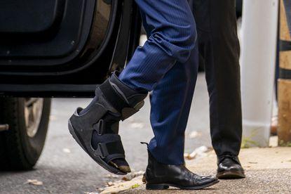 Biden shows off a new accessory: a walking boot - Baltimore Sun