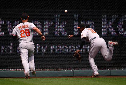 Orioles center fielder Adam Jones leaves game after wall collision