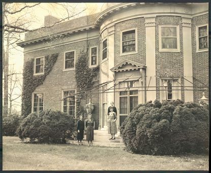 What architect designed this house in Baltimore? Picture is from May 1958.