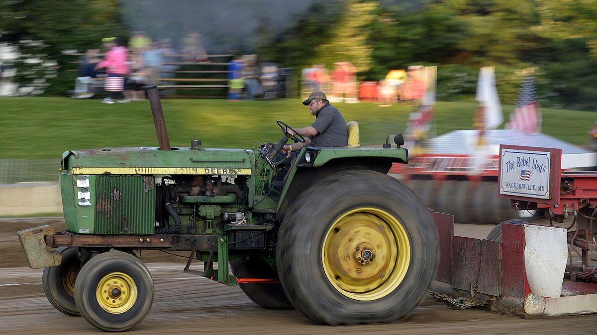 Friday night tractor, semi-truck pull help kick off 2018 4-H