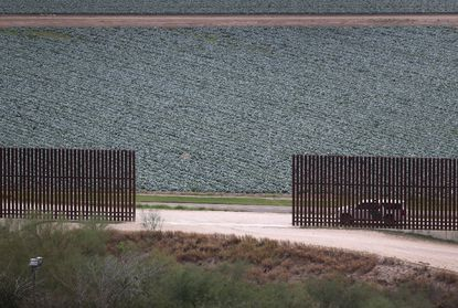 Republicans embrace building of Mexico border wall, despite cost