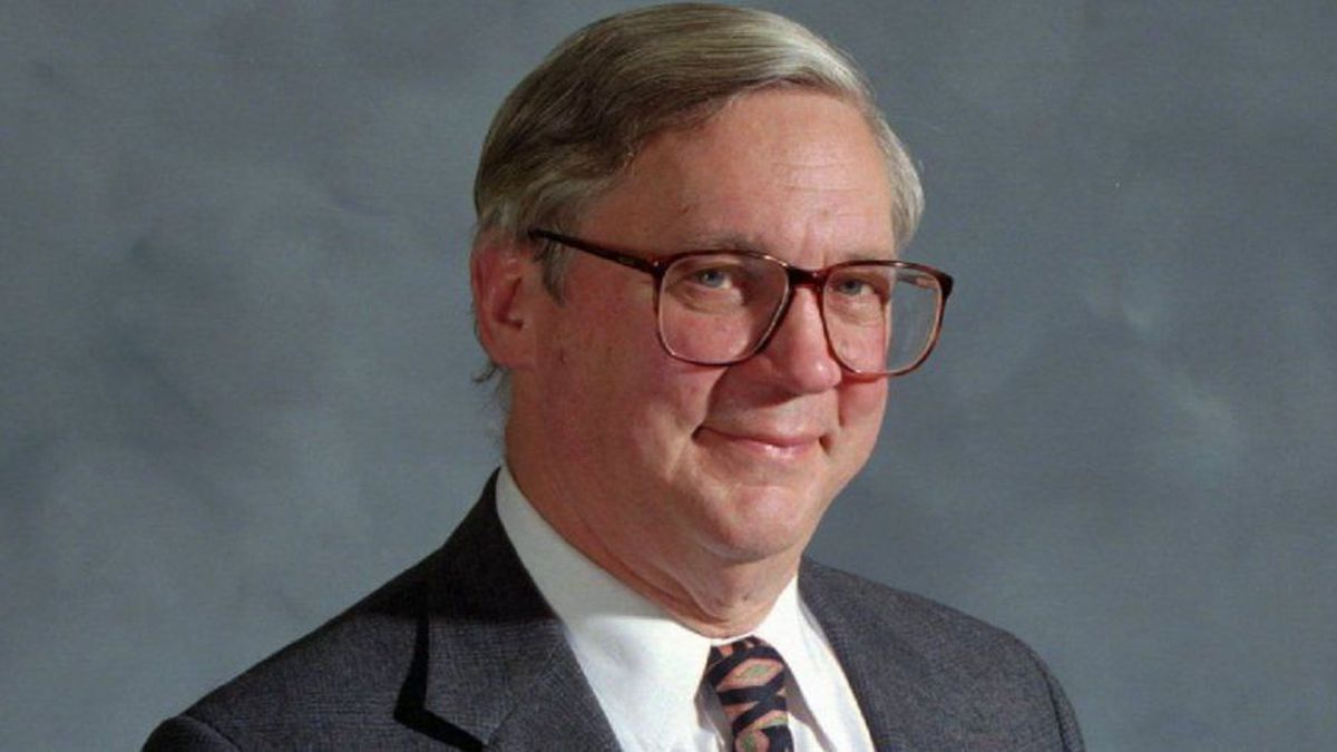 E  Michael Pakenham, former Baltimore Sun book editor whose