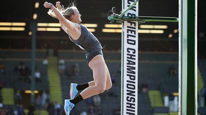 Digest (April 5): Franklin High grad Olivia Gruver sets NCAA pole vault record at University of Washington