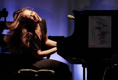 Fiona Apple in concert in 2006