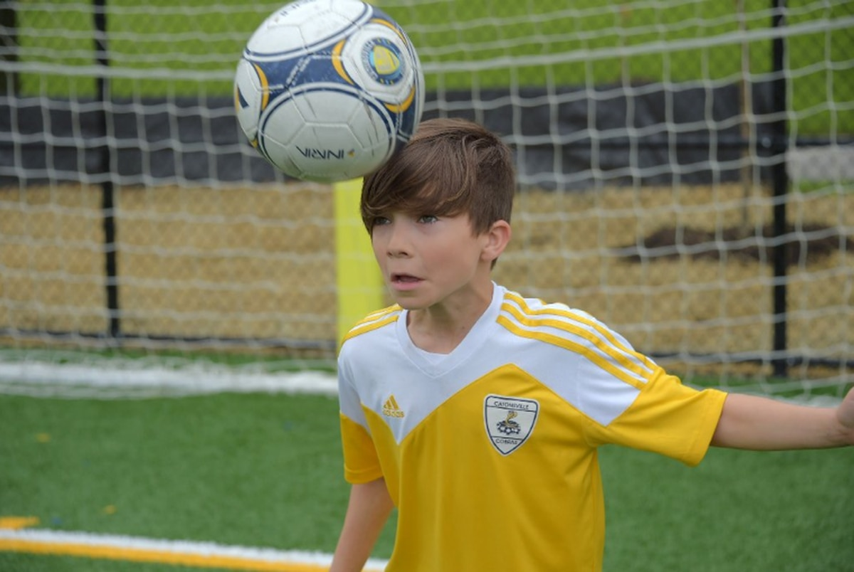 Ban on heading ball under age 11 divides youth soccer world