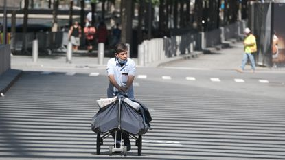 A U.S. Postal Service letter carrier is seen makes his rounds in downtown Manhattan on Aug. 3. (Luiz C. Ribeiro for New York Daily News)