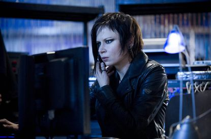 """Chloe (Mary Lynn Rajskub) helps Jack in the """"2:00 PM - 3:00 PM"""" episode of """"24: Live Another Day"""""""