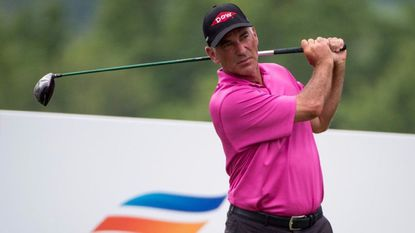 Langer, Pavin take early first-round lead at Caves Valley at 7-under par 65