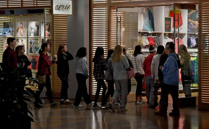 Shoppers line up at the door of the aerie store in Columbia Mall in the Washington suburb of Columbia, Maryland, just as it opened at 6 a.m. on Black Friday, Nov. 23, 2018. MUST CREDIT: Washington Post photo by Michael S. Williamson