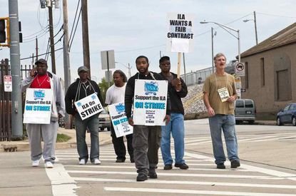 Local 333 members during their 2013 strike.