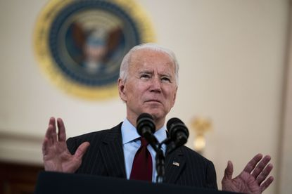WASHINGTON, DC - FEBRUARY 22: U.S. President Joe Biden delivers remarks on the more than 500,000 lives lost to COVID-19 in the Cross Hall of the White House February 22, 2021 in Washington, D.C.