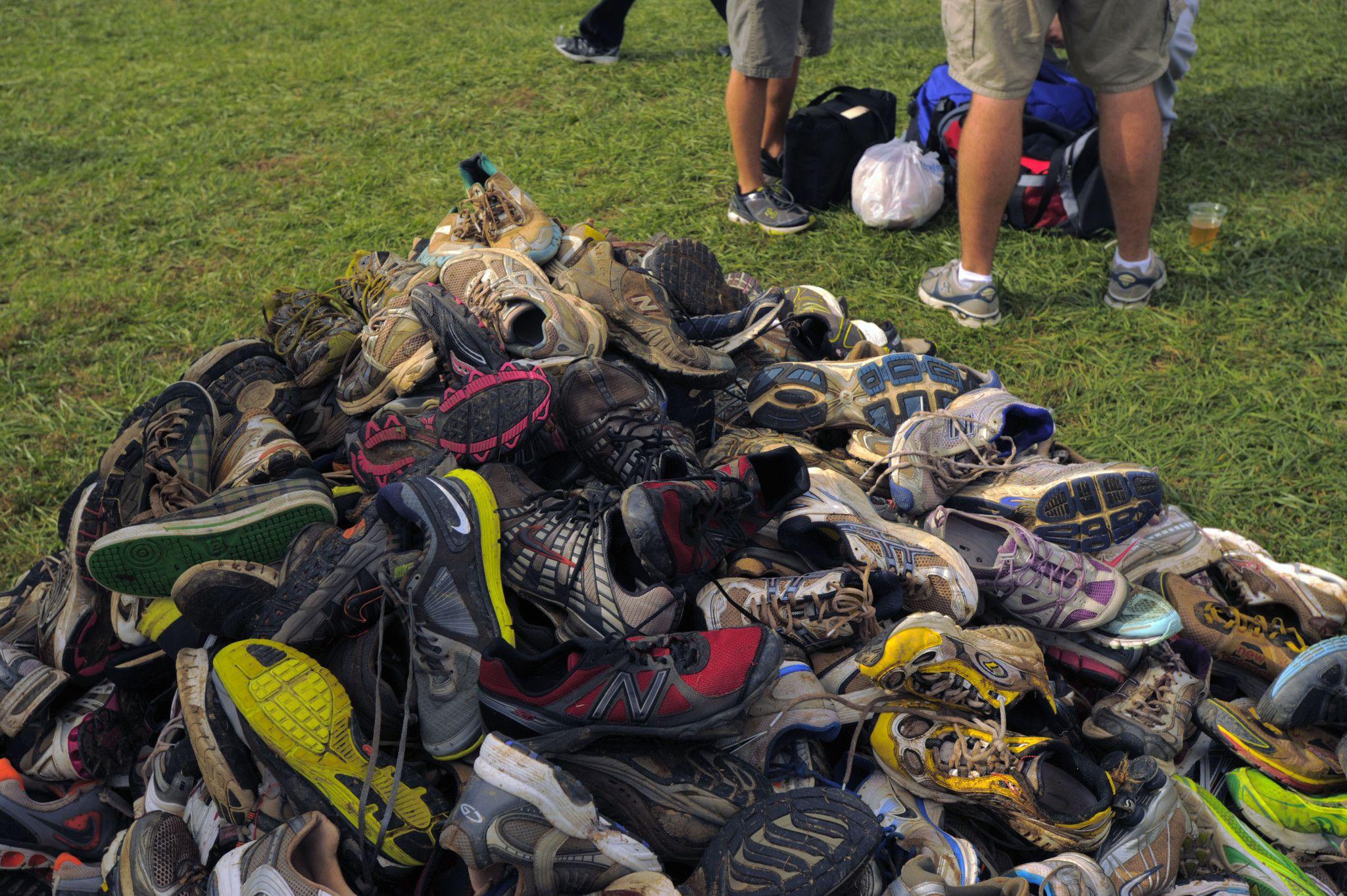 Precipitous Discount Nike Ladies Md Runner 2 Mid Sneaker