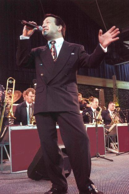 Rob Zappulla, a featured vocalist with the Tommy Dorsey Orchestra from 2001-2009, will join the Columbia Jazz Band for a tribute to Frank Sinatra.