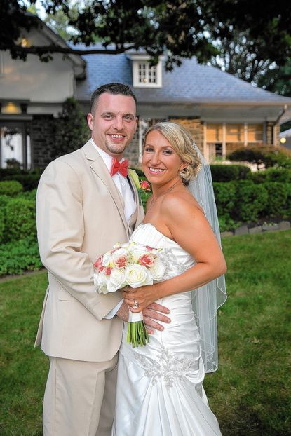Karen Reed and Matt Schroeder won a wedding giveaway contest, which allowed them to finally get married after being engaged since 2003.