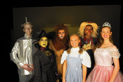 Performances opening 2015 take audiences from Paris to 'Oz'