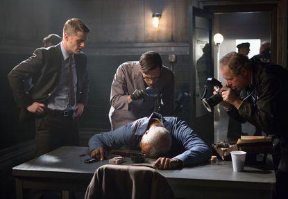 "Detective James Gordon (Ben McKenzie, L) and Edward Nygma (Cory Michael Smith, C) investigate a crime scene in ""Welcome Back, Jim Gordon."""