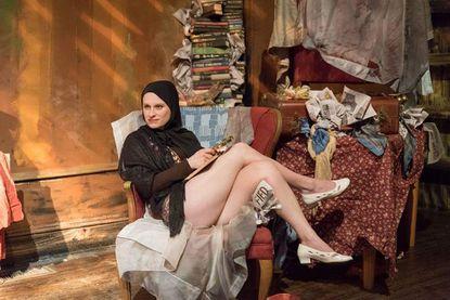 """Staunch women and decay in Stillpointe Theatre's """"Grey Gardens"""""""