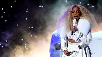 Mary J. Blige and Nas will donate a portion of the proceeds from their next Baltimore show to a local rec center.