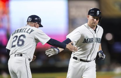 Orioles acquire Mark Trumbo from Mariners