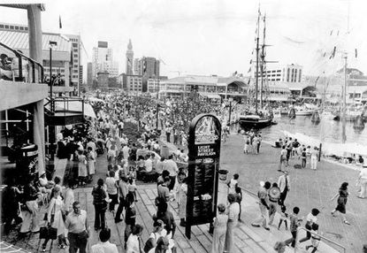 A crowd arrives for the opening of Harborplace in July 1980.