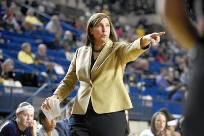 Navy women fall at No. 13 Tennessee