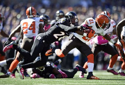 Cleveland Browns' Justin Gilbert, right, tries to outrun Ravens defensive back Brynden Trawick in the first half, Sunday, Oct. 11, 2015, in Baltimore.