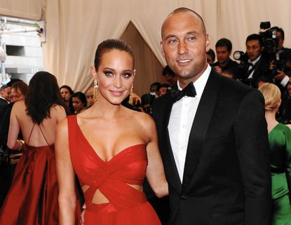 Derek Jeter sneaks engagement into essay about his dog