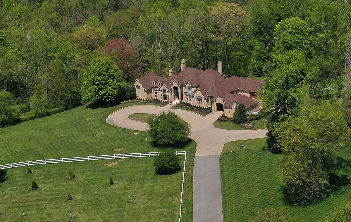 Maryland Gov. Larry Hogan and wife, Yumi Hogan, buy $1.1 million ...