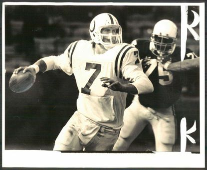 Former Colts quarterback Bert Jones leads College Football Hall of Fame inductees
