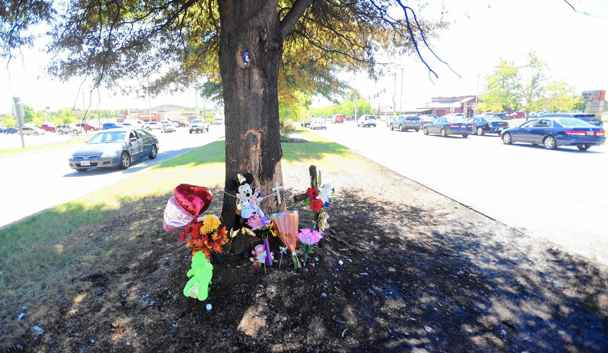 Community reaches out to family of mother, daughter killed in Bel