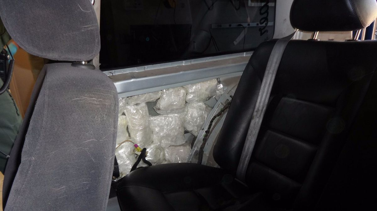 Border Patrol agents find meth in car, arrest driver - Baltimore Sun