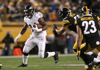 Lorenzo Taliaferro runs the ball against the Steelers on Sunday night.