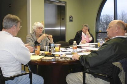 Aberdeen Mayor Mike Bennett, left, and members of the City Council discuss a variety of issues relating to the city during Saturday's retreat.