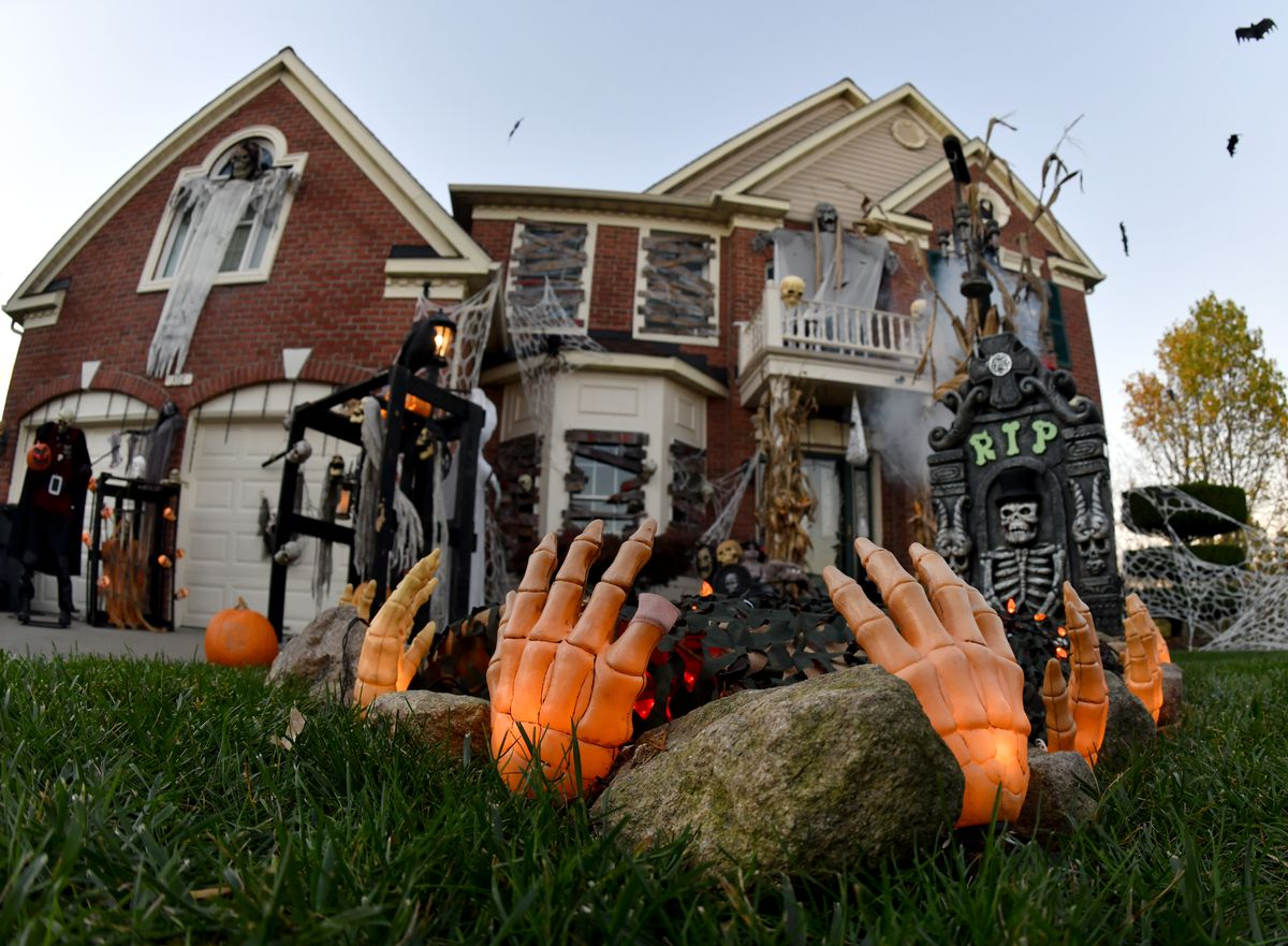 Scary Mr Craig s house draws hundreds to Forest Hill