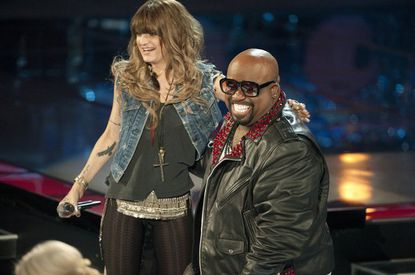 "Juliet Simms joins Team CeeLo. Adam Levine mentions the ""dirt"" in her voice, but that's a good thing."