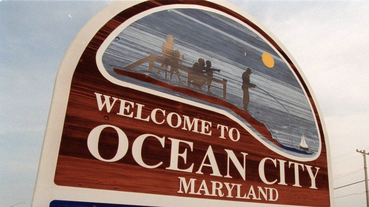 Pontoon boat capsizes with 15 people on board in Ocean City