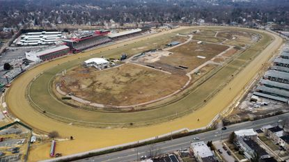 An effort to help Maryland's thoroughbred racetracks — including Northwest Baltimore's Pimlico Race Course — fizzled on the final day of the General Assembly session on Monday.