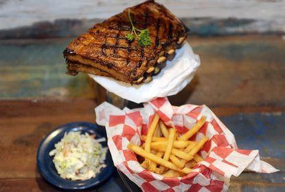 Restaurant review: Dick's Last Resort raises the bar for pub grub