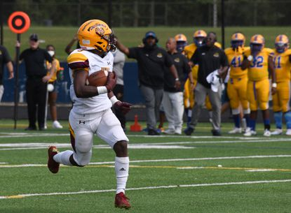 Dunbar's Devin Roche runs for a touchdown in the first quarter of a game against Mervo on Saturday at Poly.