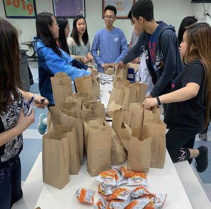 A charitable lunch packing event coordinated by Key Club members in early 2020.