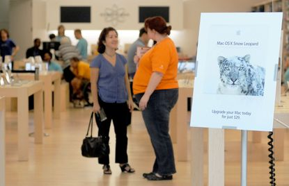 Shoppers, including Ayse Dayi, center, of Baltimore check out the wares at the Apple Store Friday, Aug. 28, 2009 at Towson Town Center.